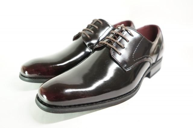 エナメルの革靴