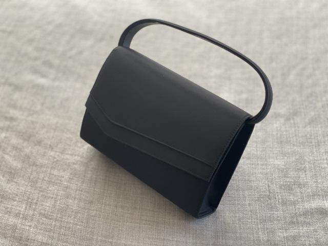 女性用のフォーマルバッグ
