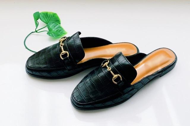 型押しの女性用の靴