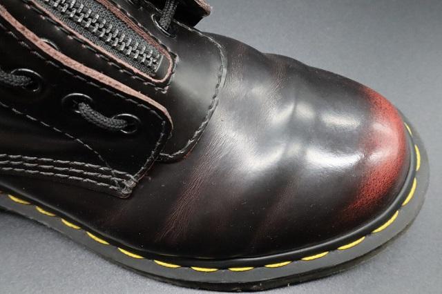 足に馴染んだ革靴