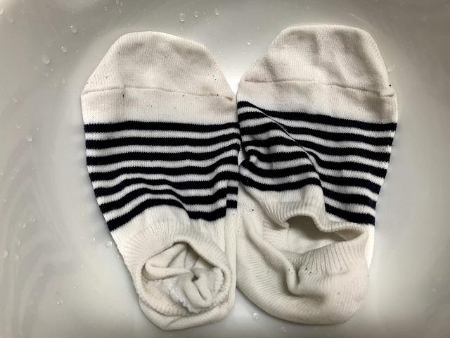手洗いでキレイになった靴下