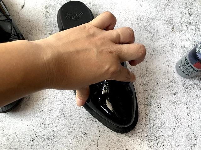 エナメルの靴が柔らかくなりました