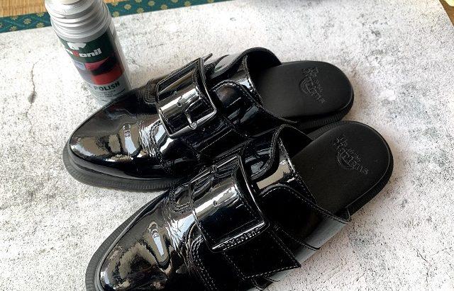 エナメルの靴を柔らかくするための手順